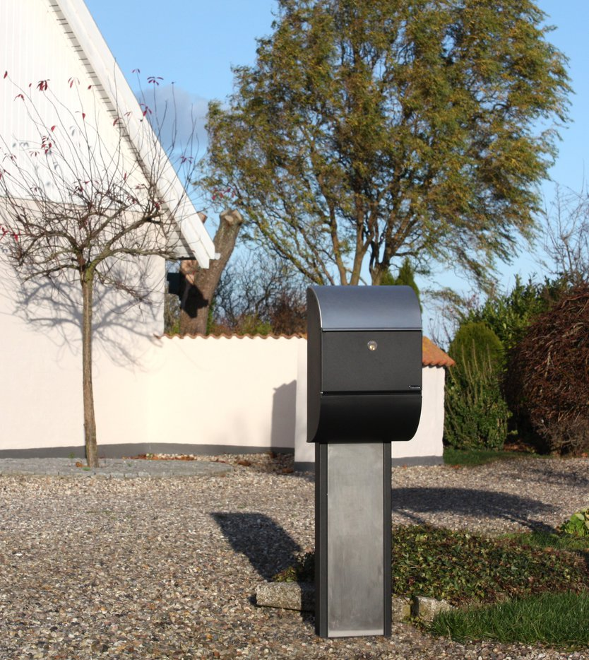 Allux 3000 Black mailbox with stainless steel valve